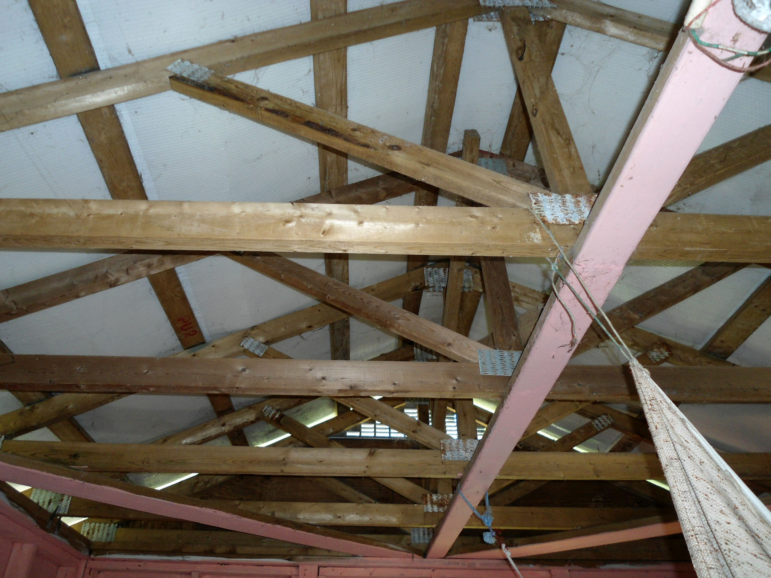 data/shelters/pictures/HT012/CRC A_Roof_Trusses.jpg